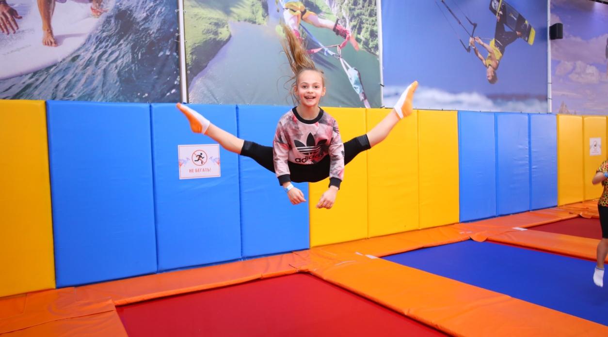 Акробатика на батуте для детей и взрослых от 6 лет